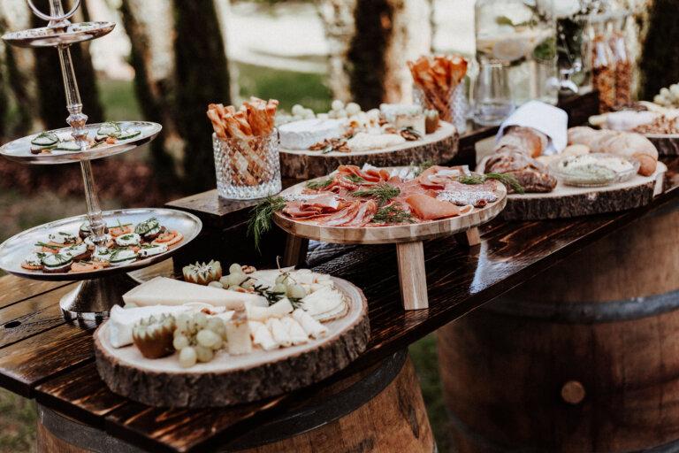 Hochzeitsplanung Stuttgart - Herzhafte Snackbar mit Wurst- und Käseplatten